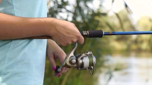 Halászat rúddal a tavon