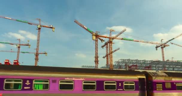 Investice do velkých vládních stavebních projektů ve veřejné dopravě Thajsko.