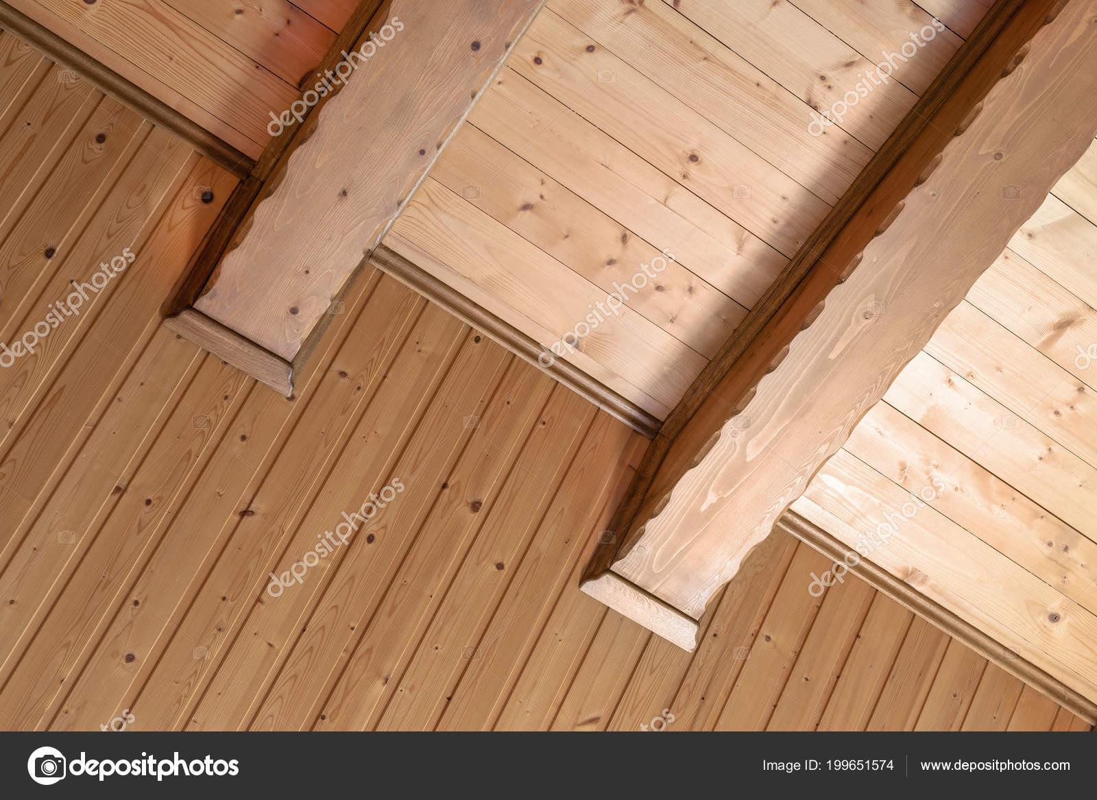 Rustykalny Dom Sufitu Przy Wsparciu Szeroko Drewniane Belki