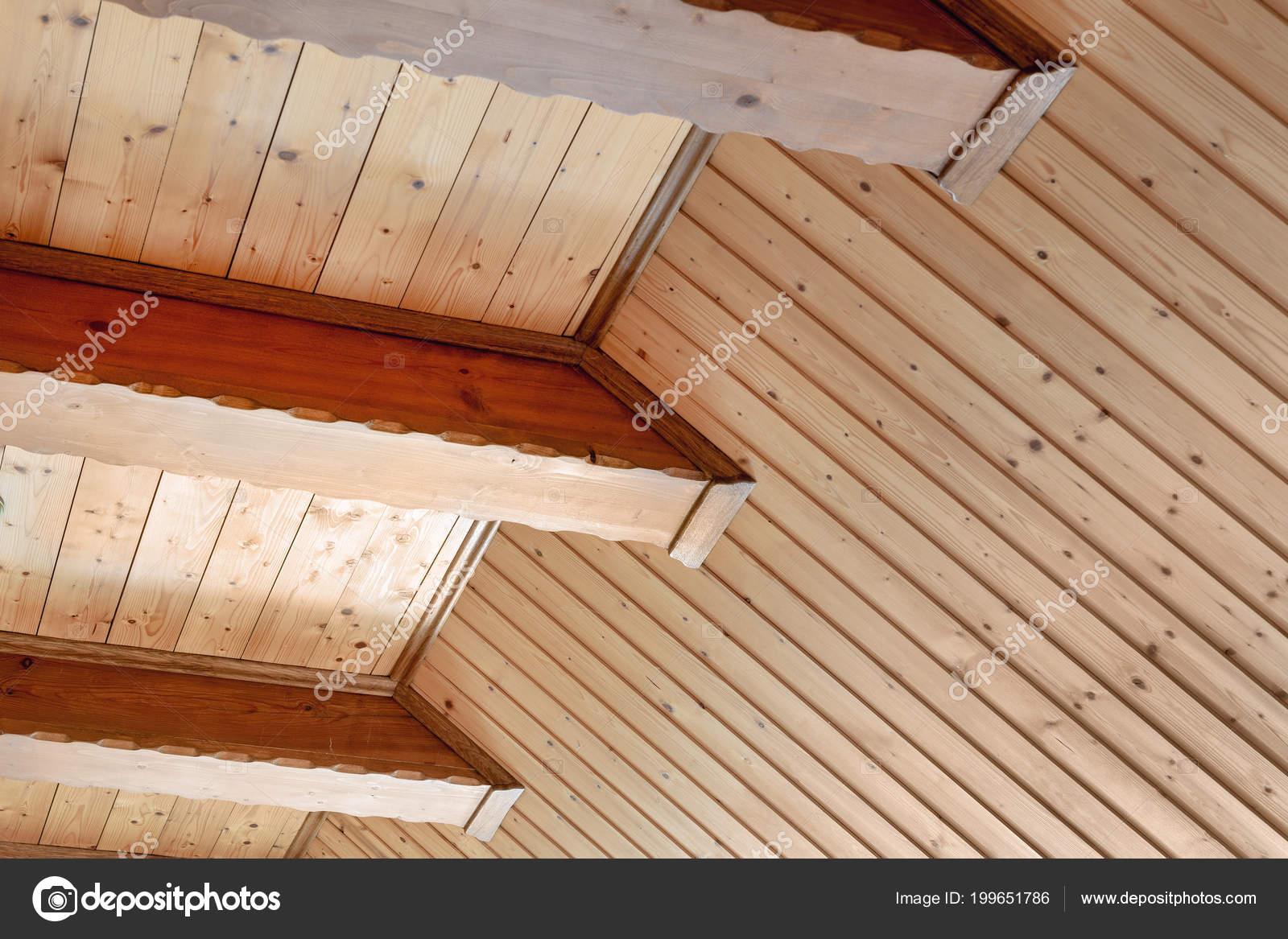 Travi In Legno Per Soffitto : Soffitto casa rustica con supporto trave legno largo interno casa
