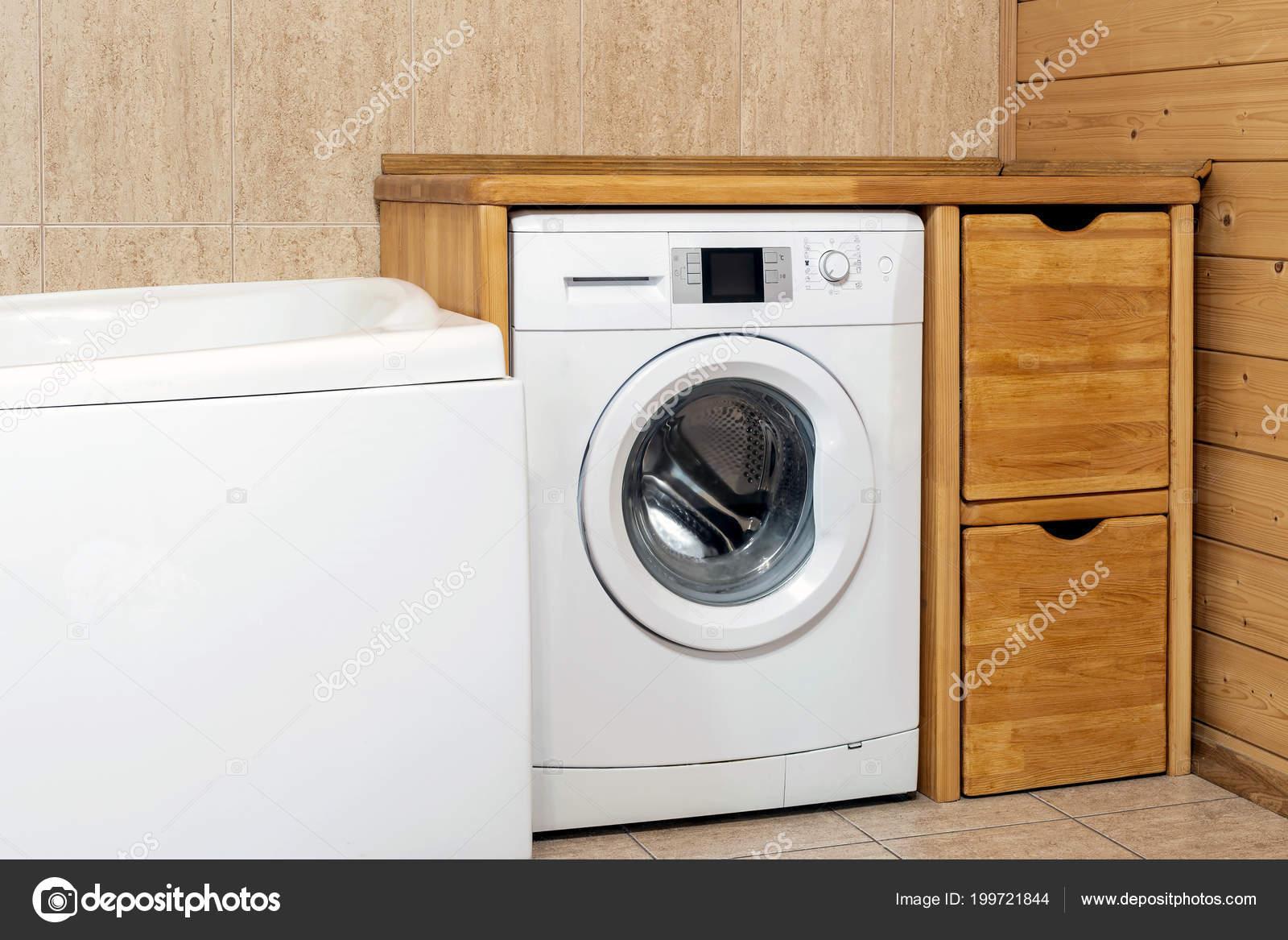 Wasmachine In Badkamer : Rustieke badkamer interieur wasmachine overdekte wiith houten