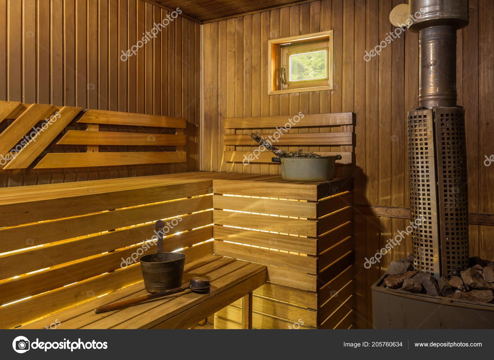 Sauna A Vapore.Bagno Vapore Nella Sauna Con Una Stufa Foto Stock