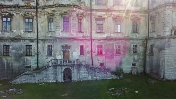 Starý hrad Pidhirkách. Ukrajina. Architektonické prvky starého hradu