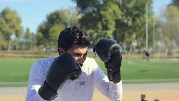 Boksz boxzsák a sportpálya, a sportember.