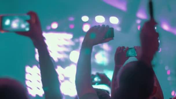 Zene rajongóinak, hogy a sejtek a koncert videók