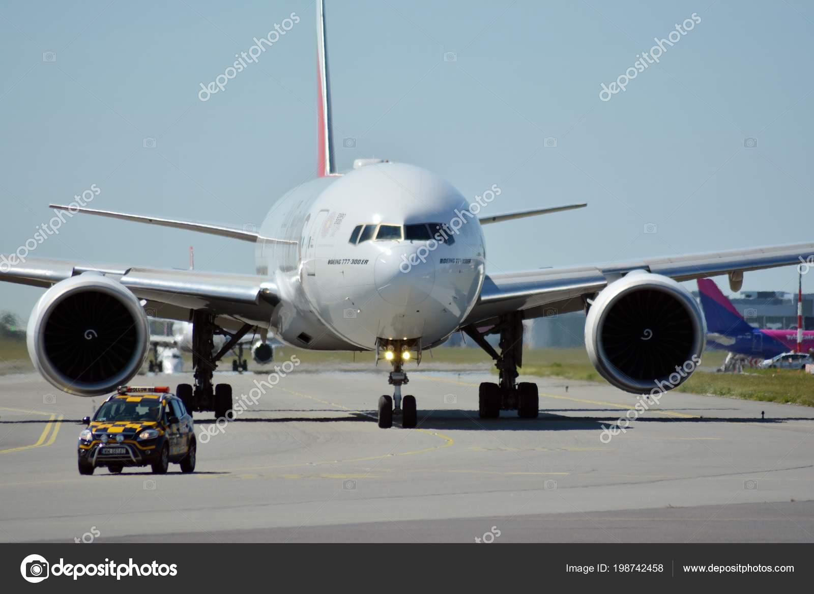 Warsaw Poland June 2018 Plane Epj Boeing 777 31H Emirates