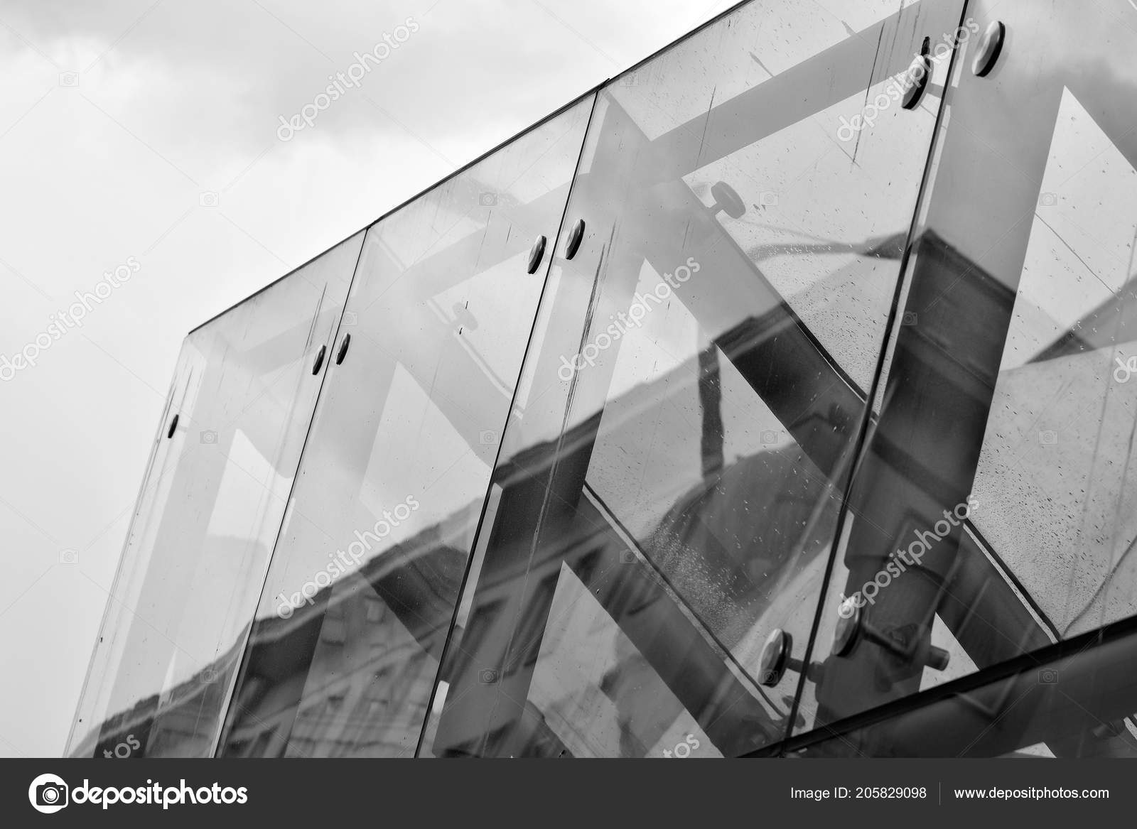 Modern Office Building Wall Made Of Steel And Glass. Black And White. U2014  Foto