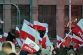 Varšava, Polsko 11 listopadu 2018, 200 000 lidí zúčastnilo pochodu organizovaného polská vláda ke stému výročí nezávislosti. Nacionalistické skupiny také zúčastnil.