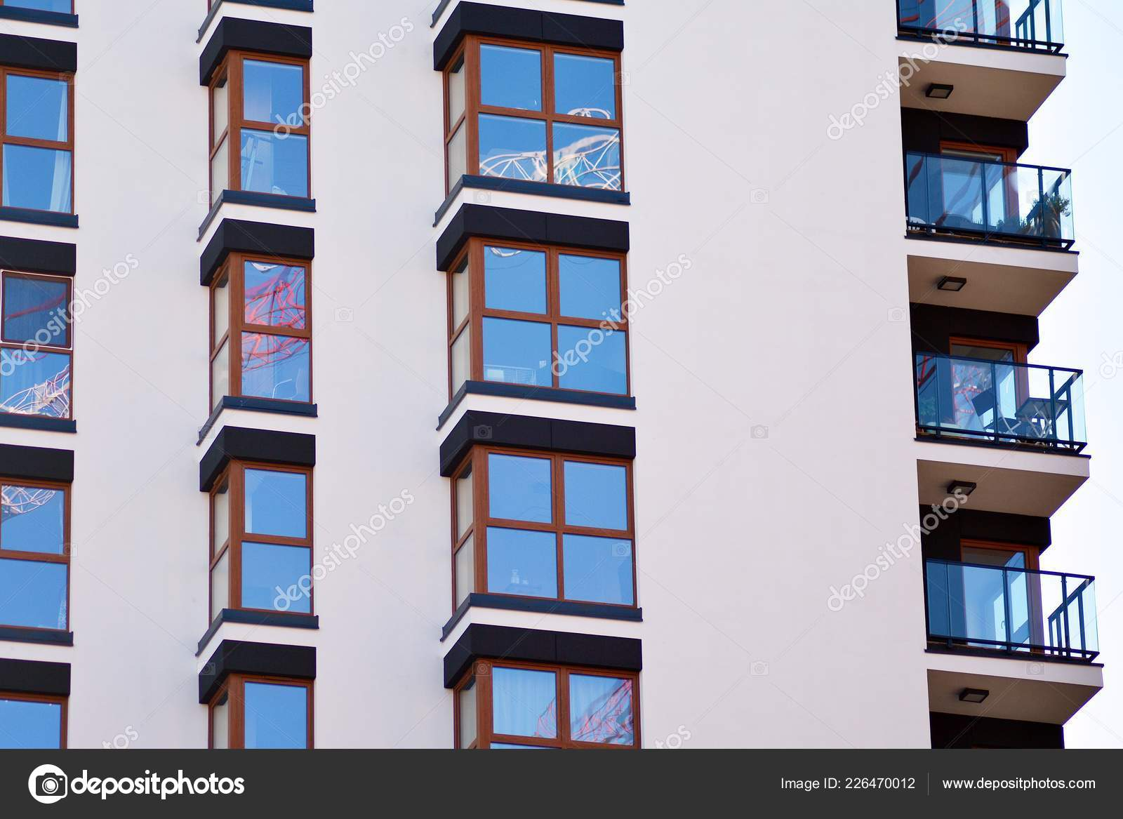 Fragment Une Facade Batiment Avec Fenetres Balcons Maison Moderne Avec Photographie Grand Warszawski C 226470012