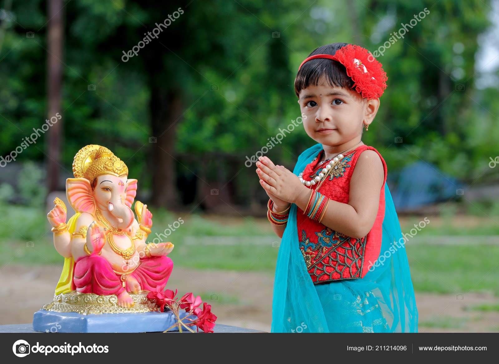2e1a205eac Little Indian Girl Child Lord Ganesha Praying Indian Ganesh Festival —  Stock Photo