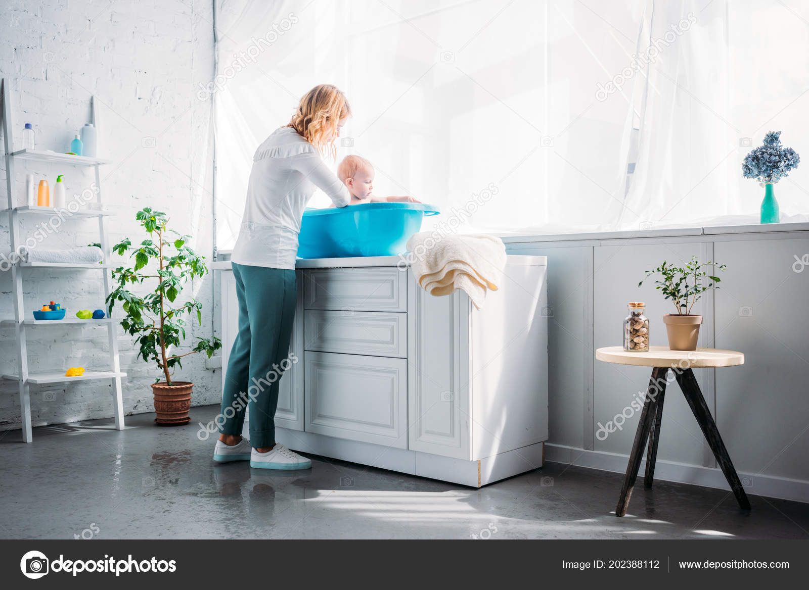 Mother Washing Her Little Child Plastic Baby Bathtub Home — Stock ...