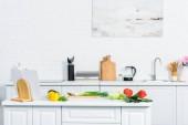 Photo vegetables on kitchen counter in light modern kitchen