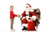Santa vánoční dárek předložit nadšený kluk izolované na bílém