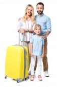 šťastná rodina s žlutým zavazadly izolované na bílém