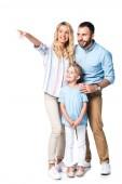 glückliche Familie mit Mutter, die auf etwas Isoliertes auf Weiß zeigt