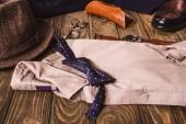 zár megjelöl kilátás a férfi ing és accessroies, a fából készült asztallap