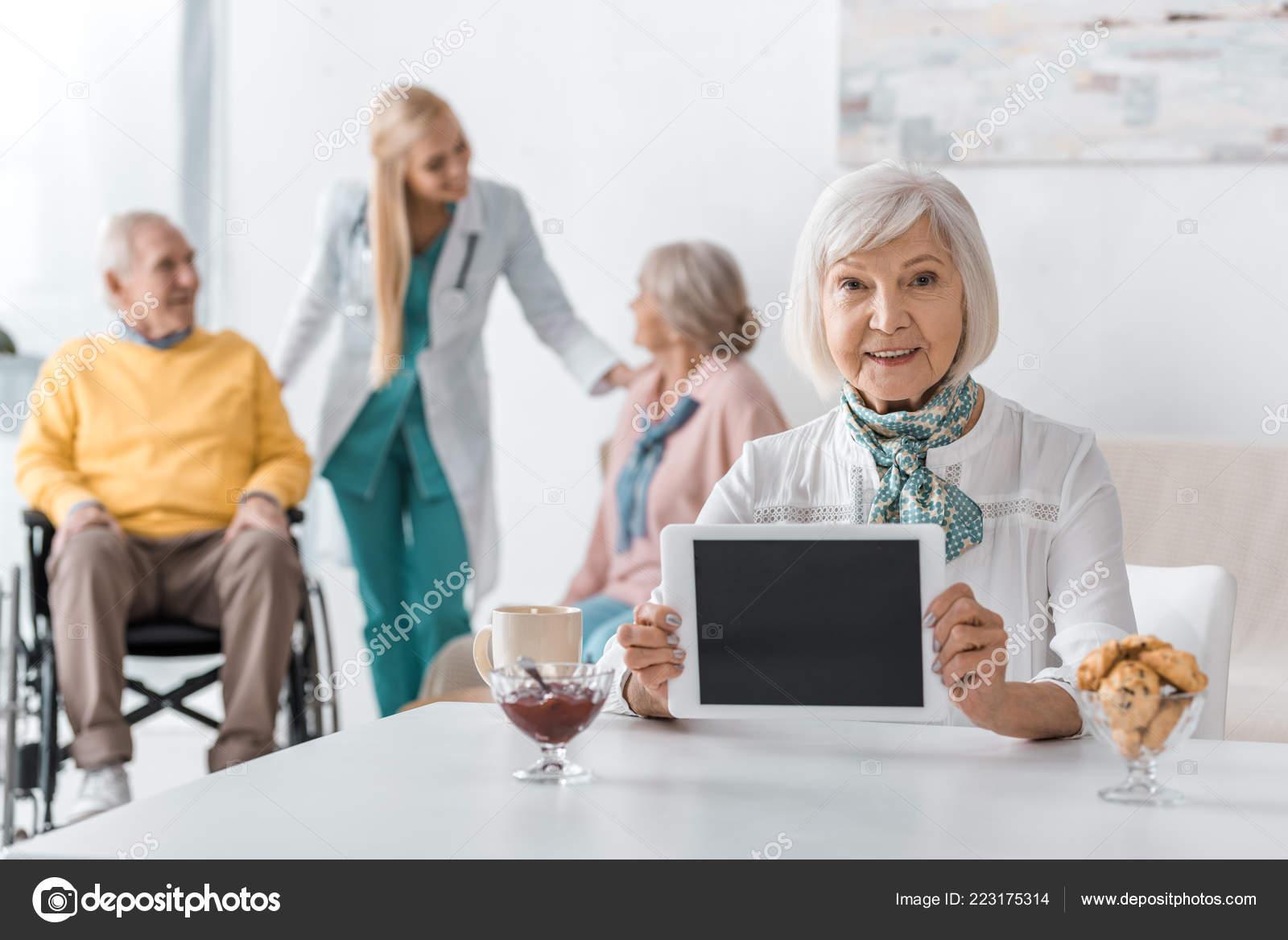 Женщины на дому для пожилых психоневрологический дом интернат для престарелых и инвалидов
