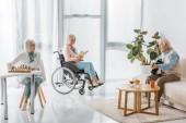Fotografie Vysocí lidé trávit čas spolu v pečovatelském domě