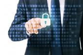 Fotografie částečný pohled podnikatel na kybernetické bezpečnostní cedulka izolované na bílém