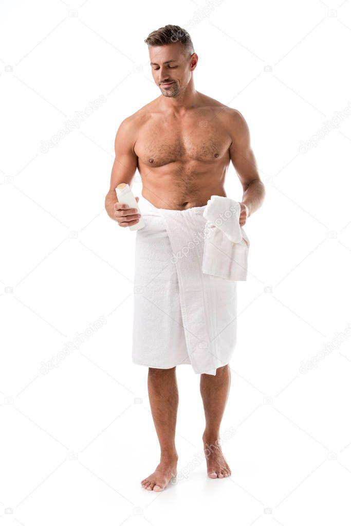 Толстый мужчина в полотенце, большие сиськи и каблуки
