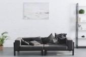 Fotografia accogliente divano grigio moderno salotto interno