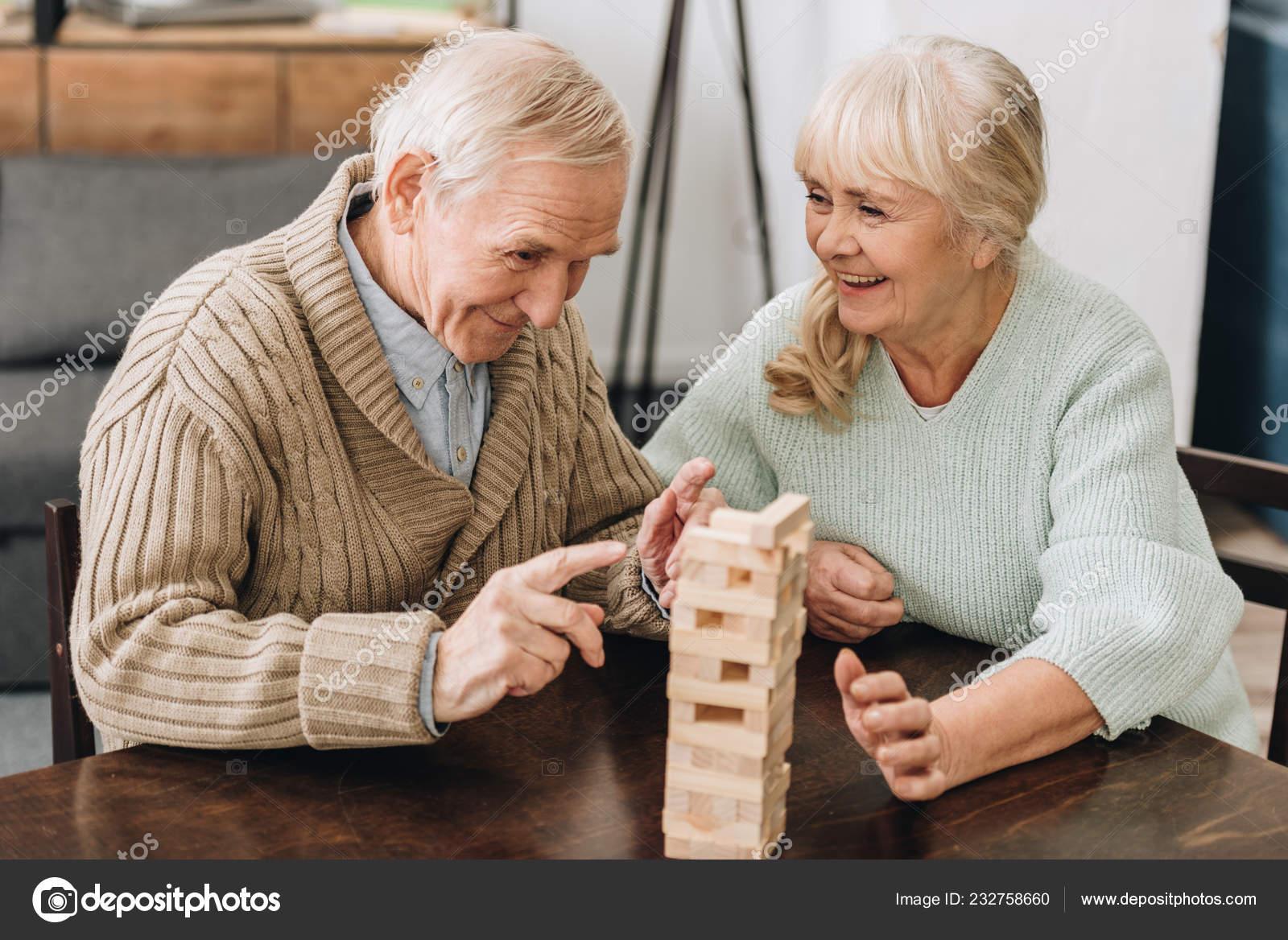 Муж с женой на столе — pic 4