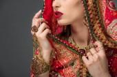 Fényképek az indiai nő hagyományos szárit, elszigetelt szürke vágott megtekintése