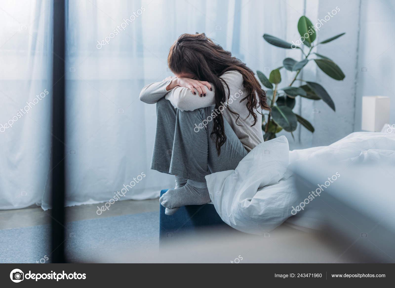 Фото женщина сидит на лице порно фото