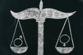 mužské a ženské znamení na stupnicích kreslení na tabuli, koncept rovnosti pohlaví