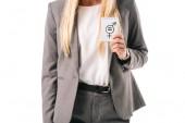 zugeschnittenen Überblick Geschäftsfrau, die Gleichstellung der Geschlechter Schild, isoliert auf weiss