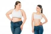 usmívající se štíhlá žena při pohledu na obézní žena v džínové izolované na bílé, tělo pozitivity koncept