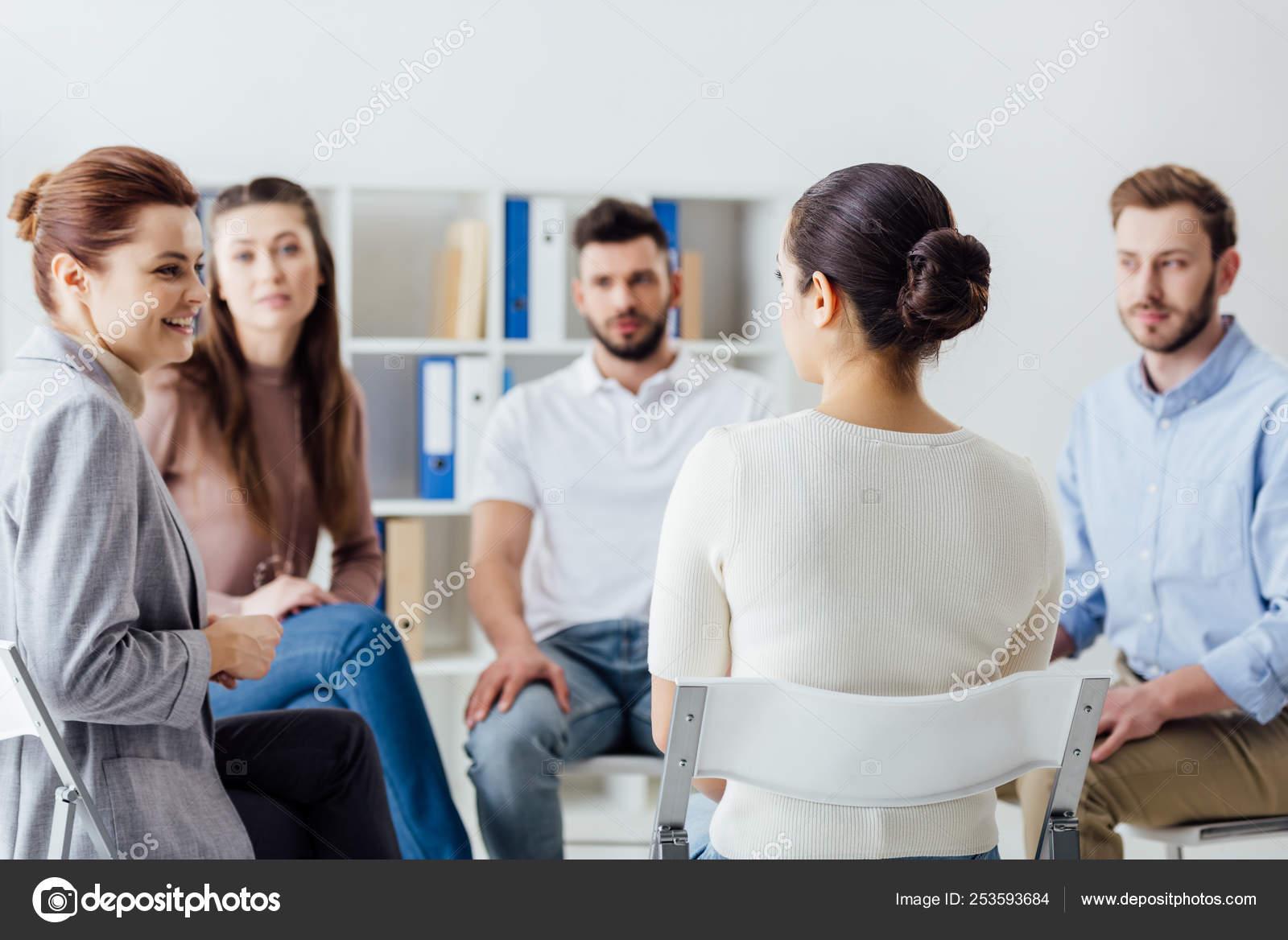 Foto Persone Sedute.Gruppo Persone Sedute Cerchio Sedie Durante Sessione Del