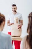 szelektív összpontosít oktató a cpr dummy alatt elsősegélynyújtó képzés osztály