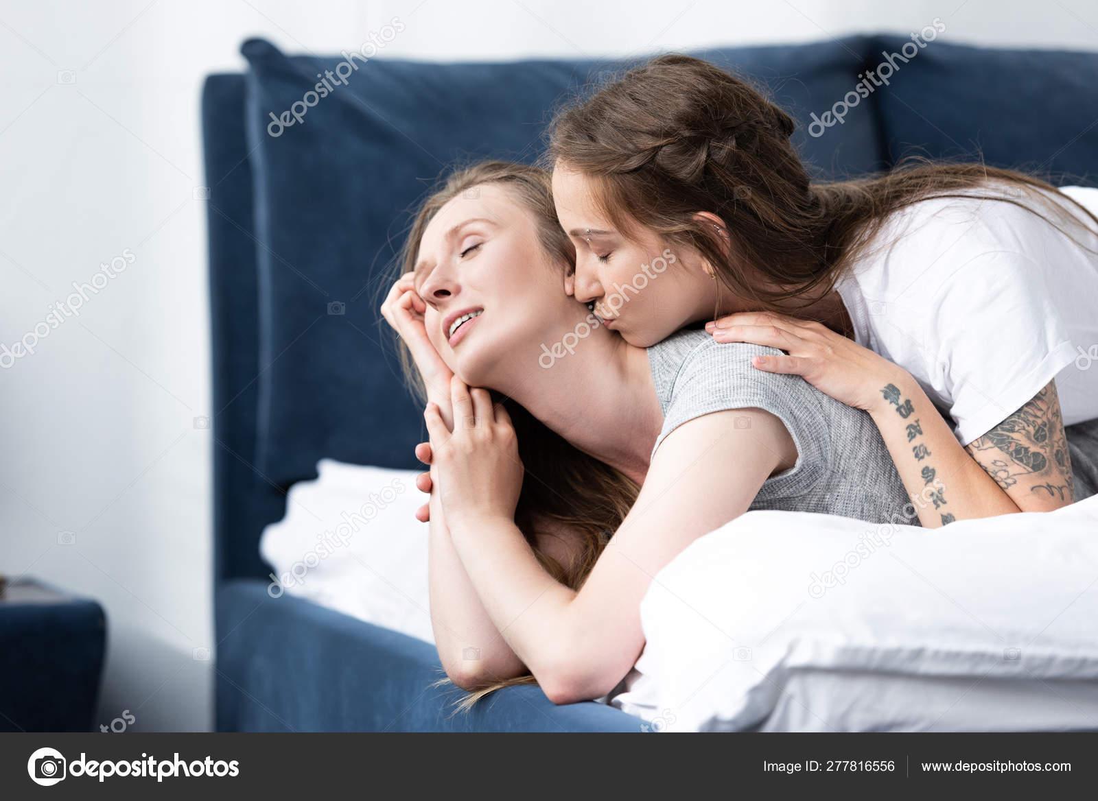 Sexy Lesbians Deep Kissing