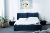 Photo cozy modern bedroom with bed and green plant