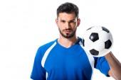 csinos futballista nézett kamerát és a gazdaság labda izolált fehér