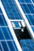 selektivní zaměření modrých solárních energetických baterií s prostorem pro kopírování