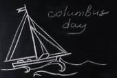 tabule s výkresem lodí a nápis Kolumbus