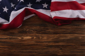 Photo top view of American national flag on wooden surface