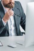 nyírt kilátás üzletember formális kopás gazdaság szemüveg irodai