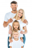 šťastné děti a rodiče při pohledu na kameru izolované na bílém