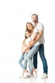 glückliche Familie in weißen T-Shirts, die sich isoliert auf Weiß umarmen