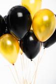 Slavnostní balónky na strunách izolovaných na bílém