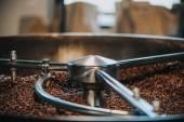 Hagyományos kávét pecsenyesütő, kávé bab henger