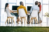 multikulturní skupiny podnikatelů s setkání na pracovišti v úřadu