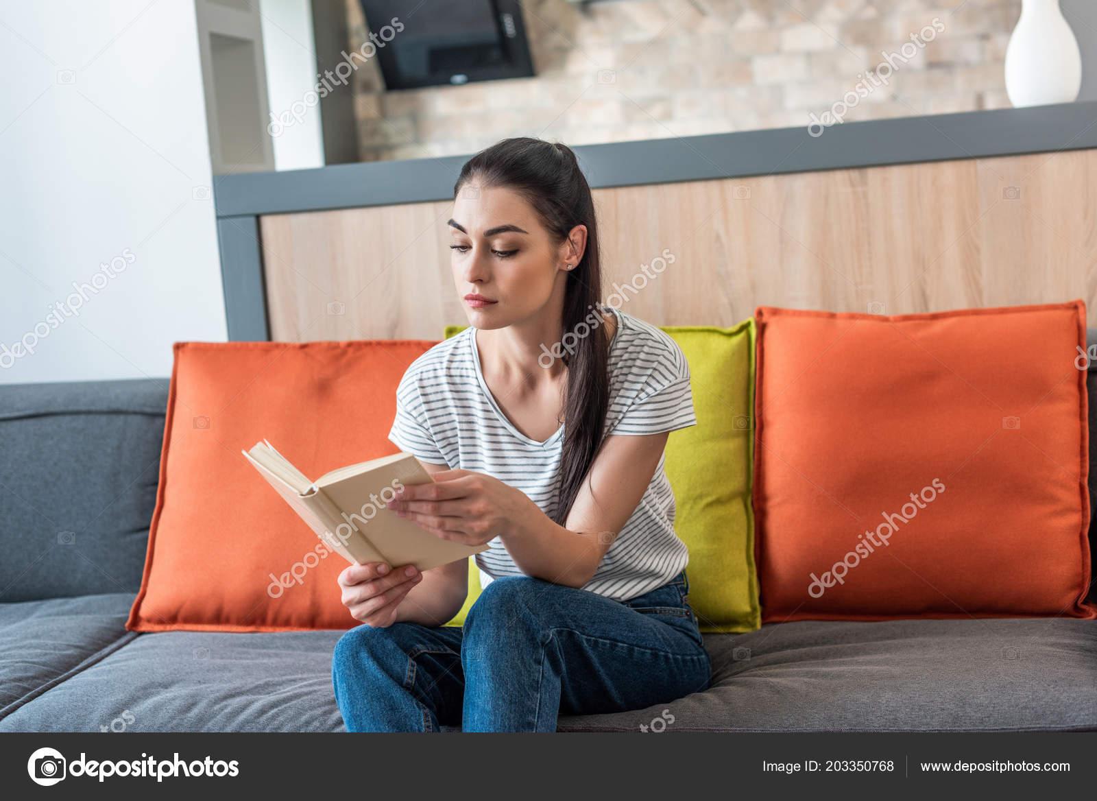 fe26fbb22cbd Portrait Attractive Woman Reading Book Couch Home — Stock Photo ...