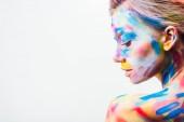 Fotografie Seitenansicht von attraktiven Mädchen mit bunten hellen Körperkunst isoliert auf weiß