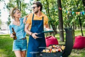 Fotografie portrait of cheerful couple having barbecue in summer park
