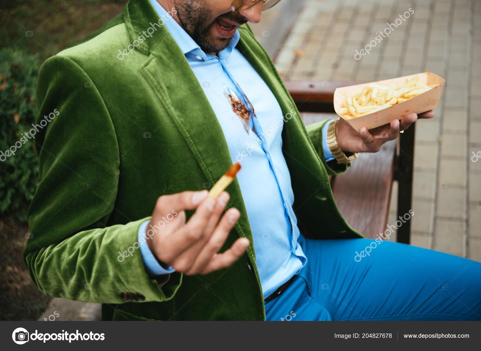 f1075fd7a602 Vue Partielle Homme Veste Velours Vert Avec Ketchup Sur Chemise — Photo