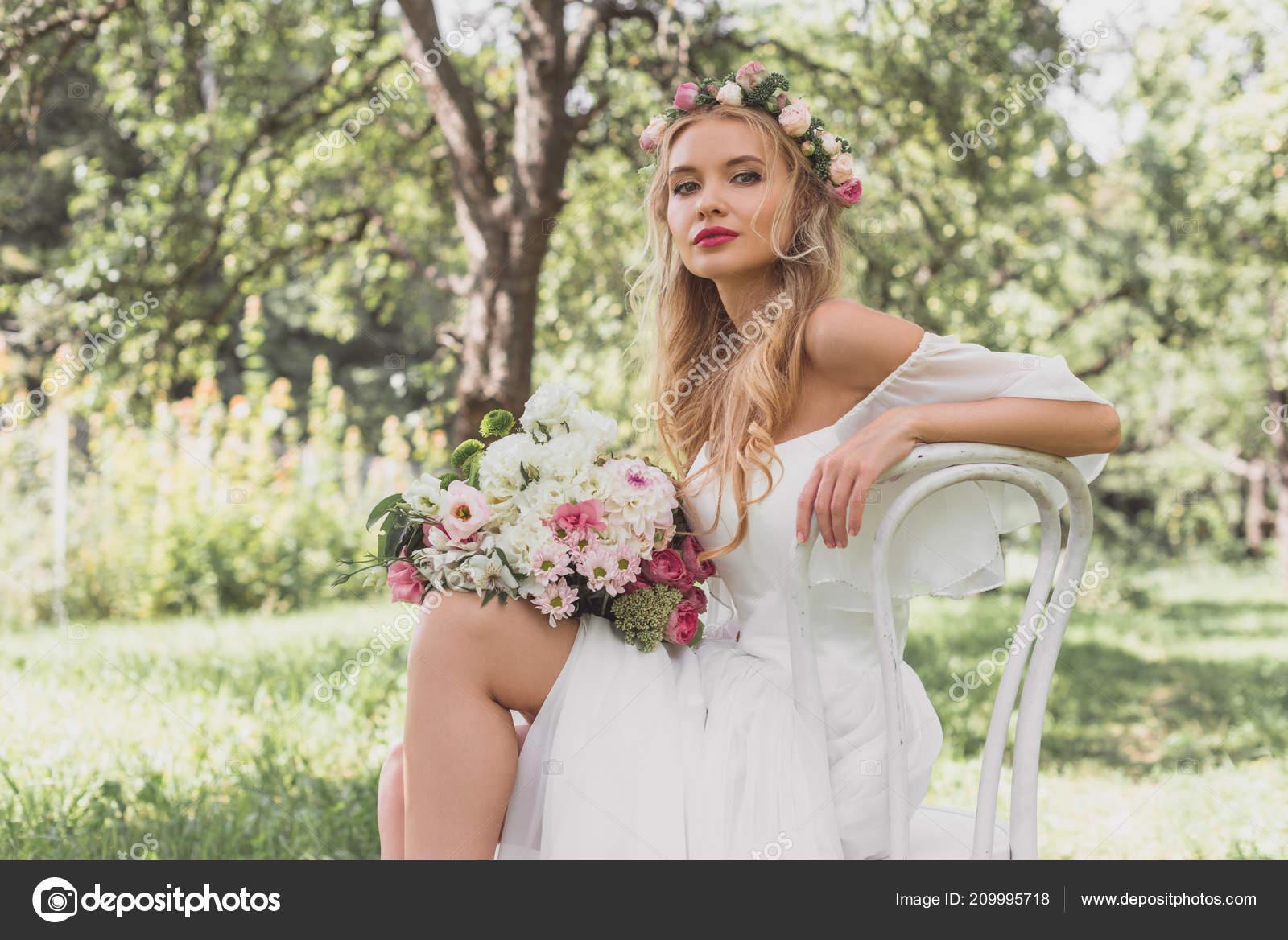 Красивой молодой сексуальной нежной потрясающей